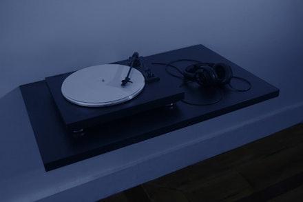 Disco contendo o som de sua própria gravação, 2014