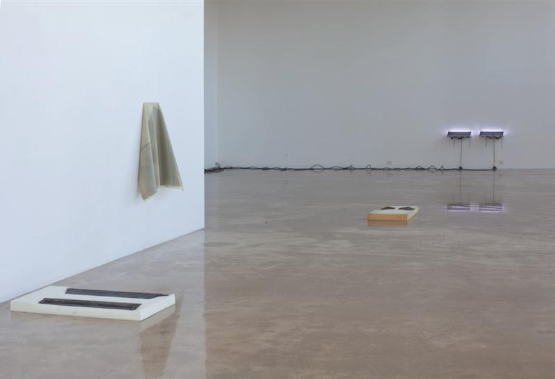Vista da exposição 'Von hinten durch die Brust ins Auge', 2015